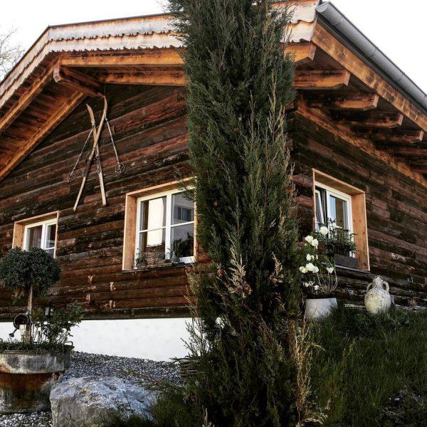 #dreamchalet 🏡❤️ #chalet_alpentraum_bludenz #tinyhousetravel #reiseblogger_at #reisebloggerat #travelblogger #chaletgram #instachalet #travelgram #traveltips #chaletchic #chaletstyle ...