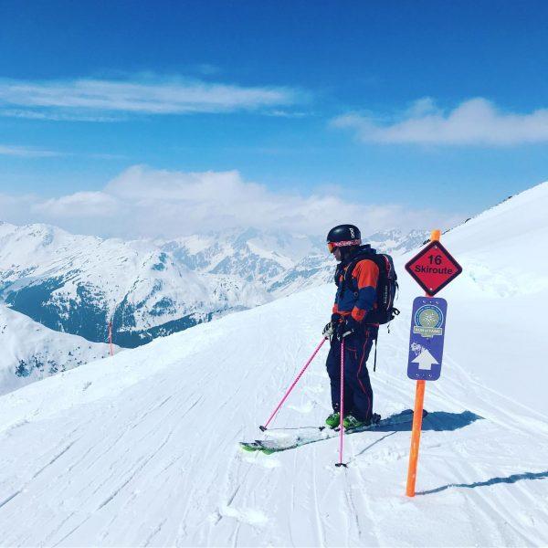 Spring skiing 😍☀️⛷🏔 #springskiing #stubenamarlberg #apresposthotel #rendl #stantonamarlberg #blackcrows_skis #atris #whitevineinthesun #sunnydays #firngleiten ...