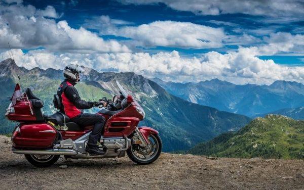 Die Arlberg Region bietet traumhafte Landschaften, schönste Pässe und abenteuerliche Routen - wer ...