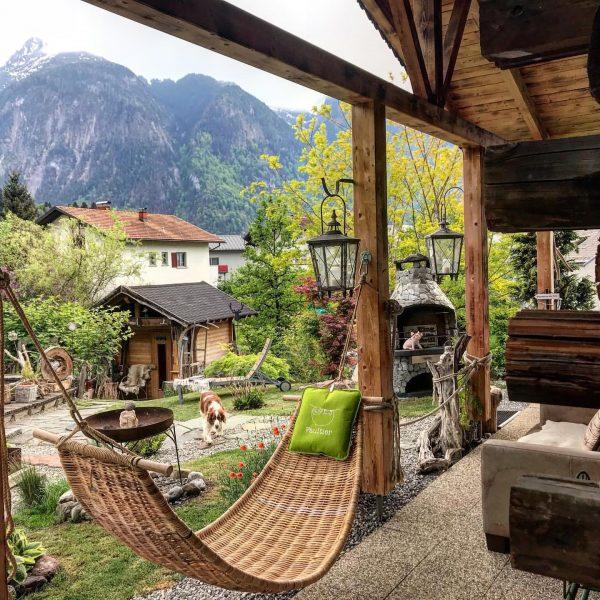 #hammocklifestyle #travelbloggervibes #chaletinteriors #hängemattenliebe #chaletinspiration #chaletdesign #wellnessblogging #chaletliving #mountainchalet #traditionalchalet #alpenlodge #luxurytravelblog #rusticglamdecor ...