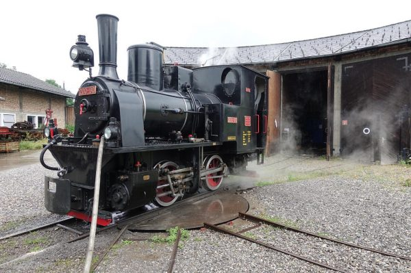 """The """"Rheinbähnle"""" gets a small service 🚂 Time to take some pictures 📸 ..."""