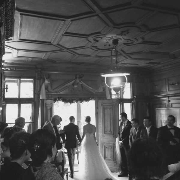 Love is in the air! 💕 #mountainwedding #weddinglocation #afterraincomessun #villamaund #schoppernau Villa Maund