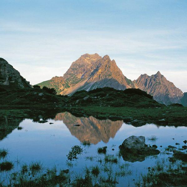 LIFE IS BETTER IN THE ALPS. Bergluft, Gämsen und das ganz große Gipfelglück! ...