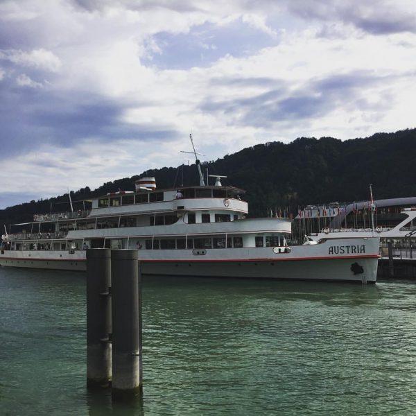 Stimmungsvoll der See heute morgen am Hafen Bregenz! Einen wundervollen Tag allen! Leinen ...