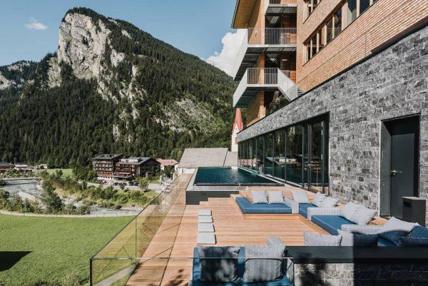 Call it a pool day! 😎 #poolwithaview #infinitypool #sommer #bregenzerwald #visitvorarlberg #adlerau #sonnenterrasse ...