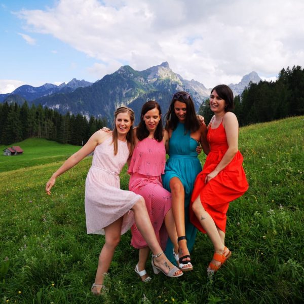 #weddingtime #bestfriendswedding #bestefreundinnen #zwieblanas #summer #tschengla #berge #ländle #showyourlegs #zeigthereurebeine Rufana Alp