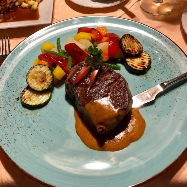 Schön den Tag ausklingen lassen bei gutem Essen und leckerem Österreichischen Weinen. Hotel ...