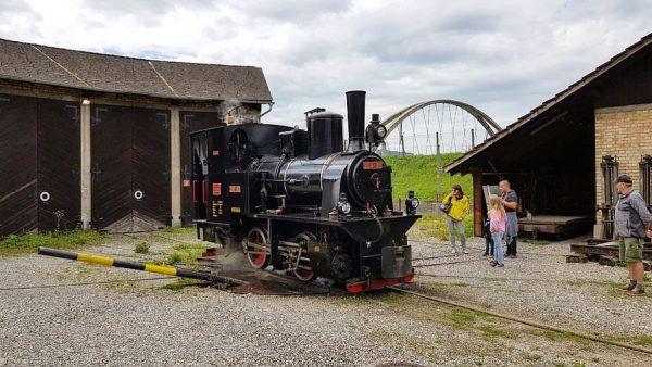 """Lok 200-90 """"Liesl"""" vom Rheinbähnle im Werkhof Lustenau und an der Rheinmündung in ..."""