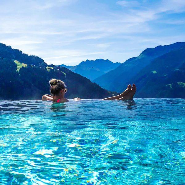 Sky pool ... lovely 🥰 #infinitypool #infinitypools #skypool Hotel Fernblick Montafon