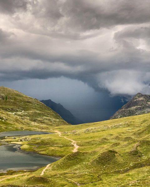 Gewitterstimmung 🌩 #gewitter #gewitterwolken #gewitterstimmung #thunderstorm #thunderstormclouds #thunderstormcoming #heilbronnerhütte #neueheilbronnerhütte #dav #sektionheilbronn #verwall ...