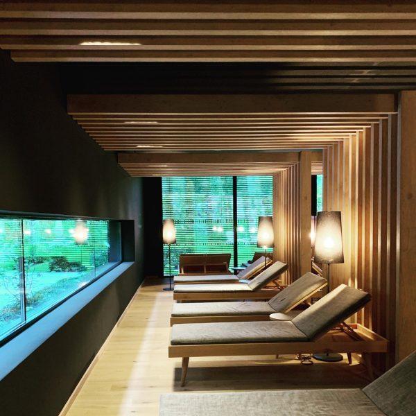 #hoteldesign #ruheraum #solidoak #naturalinterior #minimalism #black #spainterior #wellness #relaxation Hotel Traube Braz