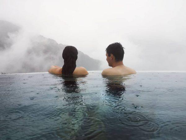 Die Welt gehört dem, der sie geniesst 😊😍 #love #infinitypool Hotel Fernblick Montafon
