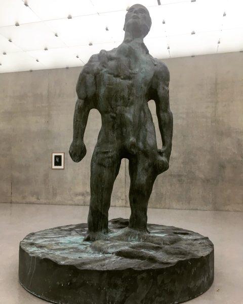 #thomasschütte #mannimwind #bronze #malefigure #monumental #statue #2018 #patinated #michelangelo #david #mud #kunsthausbregenz #kub ...