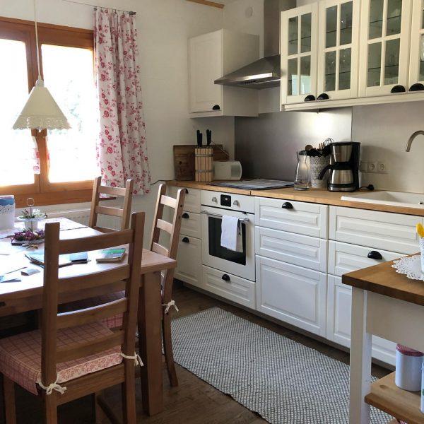 In der Küche lässt es sich kochen. Komplett ausgestattet mit vielen liebevollen Details ...