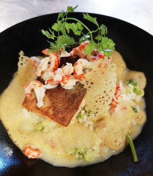 Lachssteak mit Karfiolrisotto und Hummerschaum gibt es diese Woche beim Businesslunch Menü 😍 ...