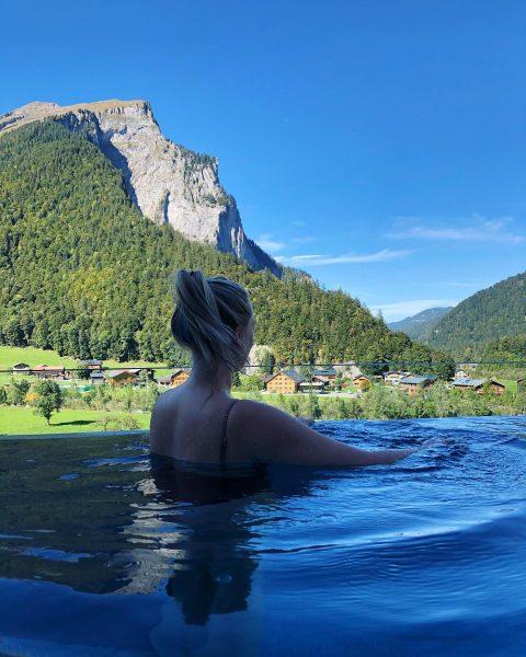 Enjoy every day ✌🏻 #infinitypool #mountain #pictures #pool #happy #enjoylife #wellness #girl #me ...