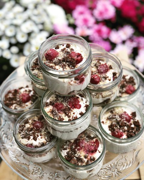 #sauerkirschen #kirschen #schokolade #brownies #sahne #vanillejoghurt #haselnuss #dessert #foodlover #foodie #inmykitchen #eatdessertfirst #begeisterei💕 ...