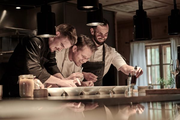 Passion | 📸 by Marcel Hagen #rotewandchefstable #chefstable #foodlovers #foodies #finedining #genussamberg #passion ...