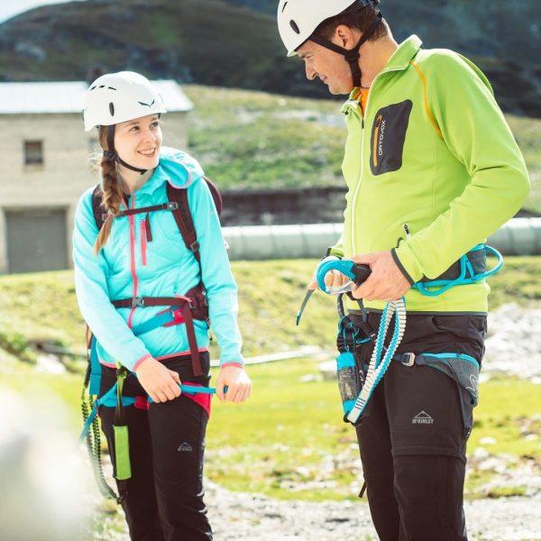 Beim Kletterpark Silvrettasee kannst Du 320 m direkt an der Staumauer hinaufklettern, ein ...