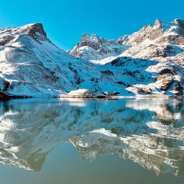 Zürsersee... Der Winter ist wohl nicht mehr weit!! . . #zürsersee #zürs #lechzürs ...