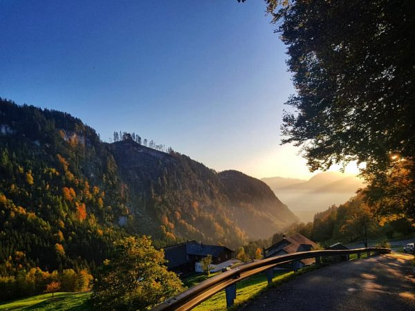 Wanderschuhe an den Füßen, Berge im Blick, Sonne auf der Haut.. Einfach #Bergliebe ...