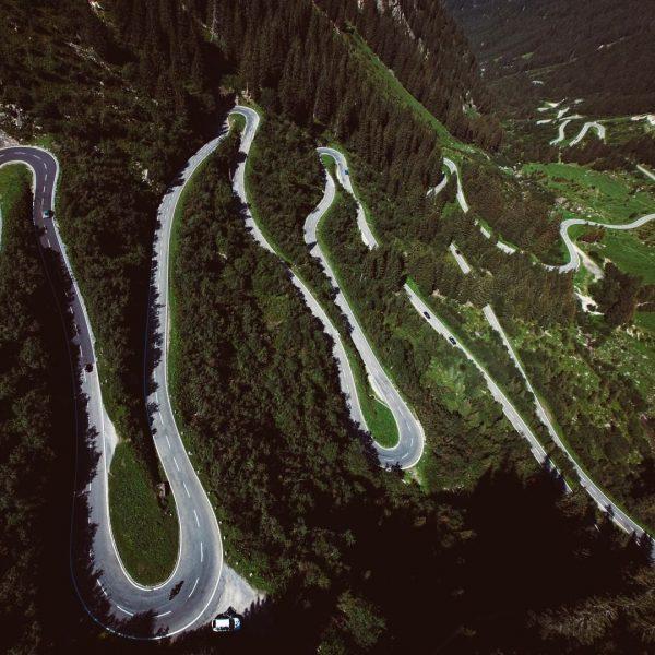 Die Traumstraße der Alpen. ⛰ #silvrettahochalpenstraße __________ #kurvenstraße #hochalpenstraße #kehren #passstraße #ausfahrt #gebirgsstraße ...