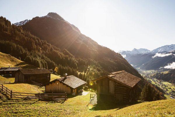 Sonnenaufgang am Maisäß Montiel #meinmontafon #montiel #visitvorarlberg #visitaustria #hiking #alps #alpstraveller #herbst #austrianalps ...