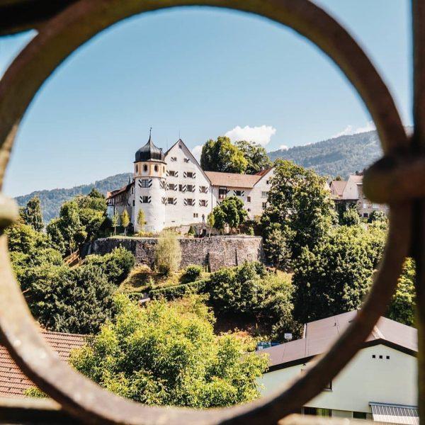 🍁🍂🍁 Poste dieses Foto der Bregenzer Oberstadt in den jetzigen Herbstfarben mit dem ...