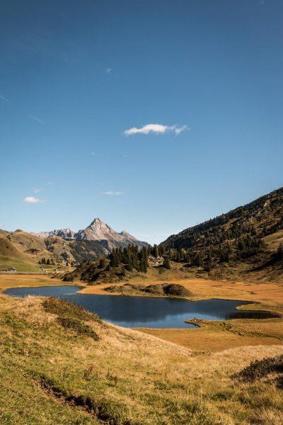 {kalbelesee} @ lech, austria ✔️ #austria #vorarlberg #lechzuers #hochtannbergpass #kalbelesee #autumn #wanderlust #stayandwander ...