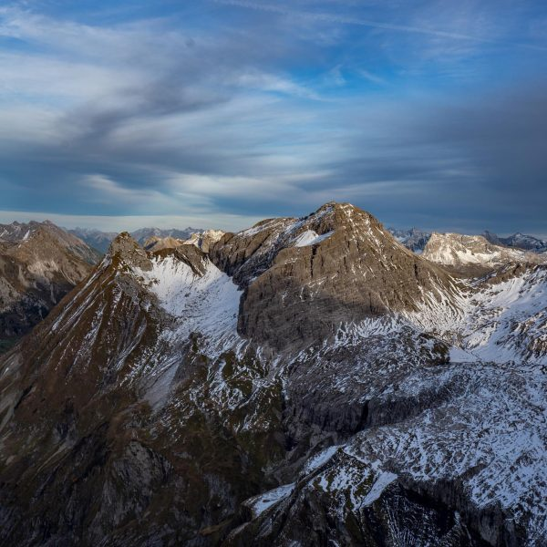 #firstsnow covers the slopes around #mohnenfluh. It's a very special time for beeing ...
