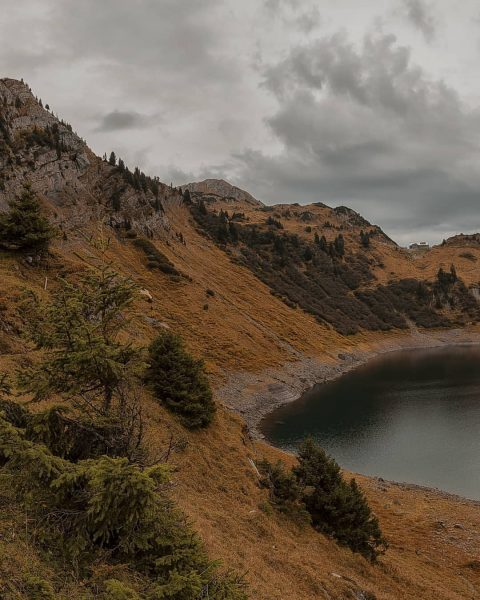 Swipe-Panorama vom Formarinsee, Lechquellengebirge. #wirliebendieberge #vorarlberg #visitvorarlberg #lech #see #gebirgssee #Herbst #wanderlust #wandern ...