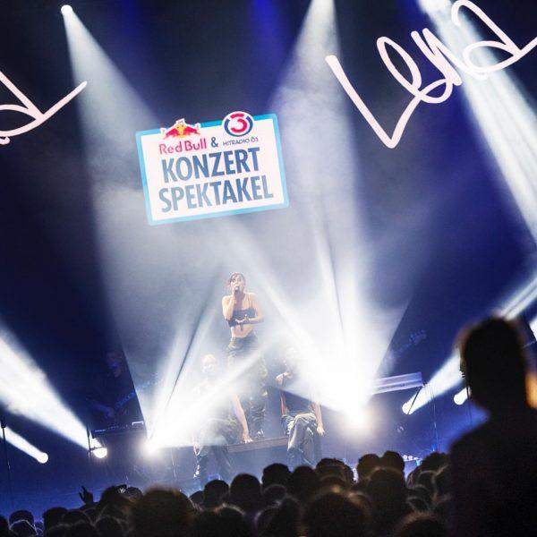 Hard – ein spektakulärer Ort für ein Zirkuszelt 🎪 DANKE #verleihtflügel #redbull #konzertspektakel ...