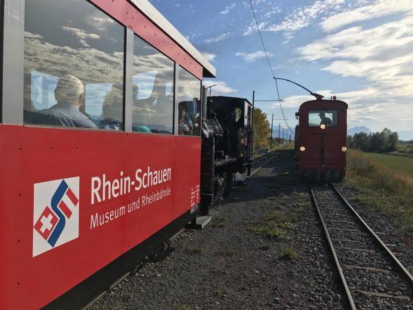 Dampf und E-Lok treffen sich gerne mal an der Rheinmündung. Letzte Fahrt der ...