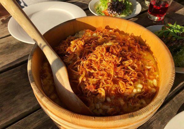 Lunchtimegoals Kasspatzn!! 😋😋😋 #bergzeitfuerzuagroaste #genusswandern #schlemmerei #kasspatzn #käsespätzle #hüttengaudi #vorarlberg #foodporn #yummy #yummyintummy ...