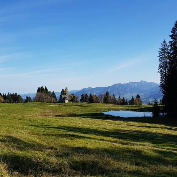 Ach wie schön ist das #wandern im #herbst im #wandergebietschwarzenbergbödele 😌🥾 . . ...