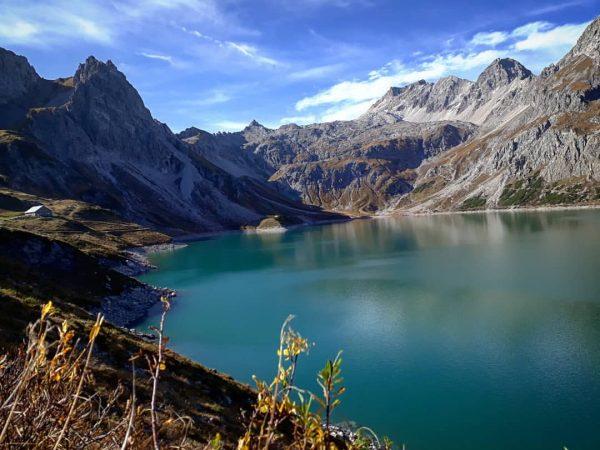 Lünersee #vorarlberg #visitvorarlberg #lünersee #9plätze9schätze #autumn #brandnertal #lake #bösertritt #hiking #climbing #mountain_lovers #mountains ...