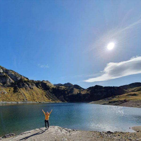 ✌ 🌞 #formarinsee #rotewand #schönsterplatz #lech #klostertal #alpen #hiking #wanderlust #autumn #herbst #wandern ...