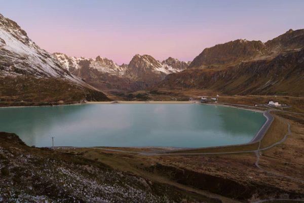 Silvrettastausee 😃 . . . #silvrettastausee #montafon #bergsee #sonnenaufgang #berge #bergwelten #alpensucht #alpenverein ...