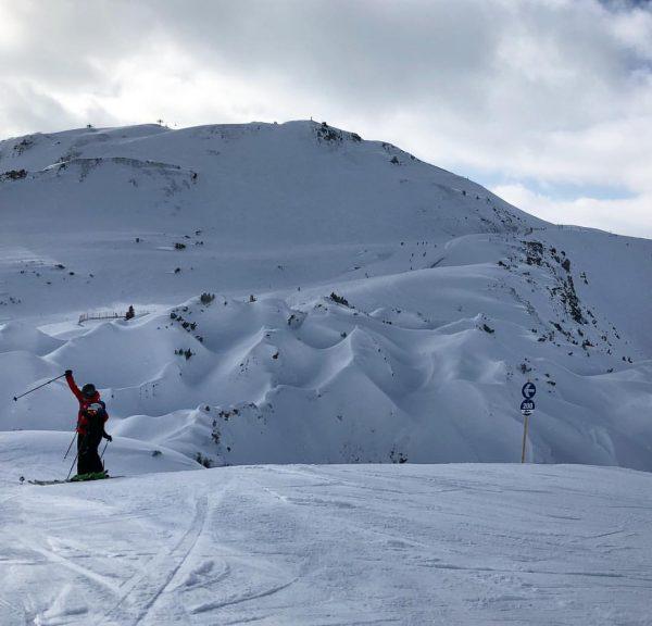 Skiing ⛷ #skiing #lechamarlberg #gipslöcher #hasensprungbahn #hashtaging #blueslope Gipslöcher