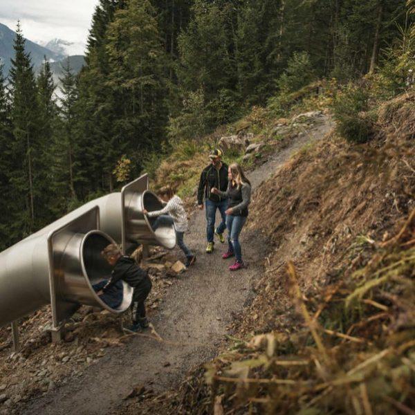 fam Ausflugstipp: Egal ob bei strahlendem Sonnenschein🌞 oder leichtem Nieselregen🌦️ der Waldrutschenpark-Golm ist ...