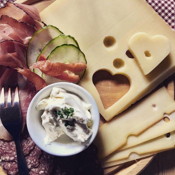 #frühstück auf der #alm ❤️ im Familienurlaub auf dem Kleinwalsertaler Rosenhof ************************************** #OurPlanetDaily ...