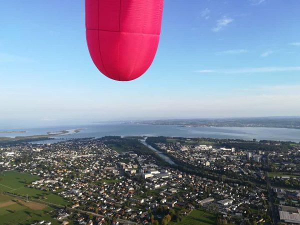 2. Flug der Sozialskulptur Euter und ich war im Korb! Juhuuuu! #bregenzerach #mündung ...