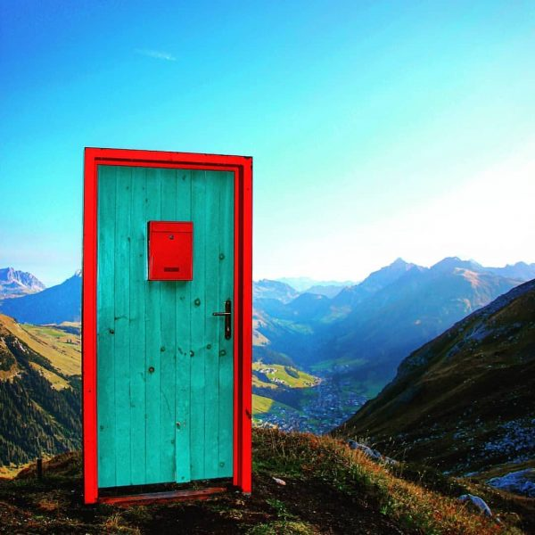 Die Tür ins Tal • #wandern #hiking #grünerring #dergrünering #weißerring #derweissering #türenamweg #tür ...