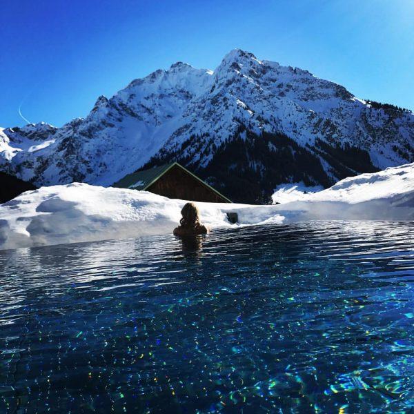 #snowlove #mountaingirl #weekendtrip #infinitypool #kaiserwetter Haller's Geniesserhotel