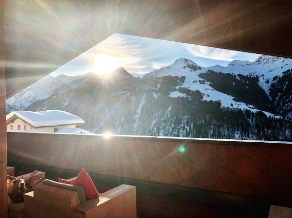 ❄️☀️💙😎 #austria #vorarlberg #dasschäfer #wellness #winterwonderland #mountains #chalet #sauna #panorama #thankful #rückzug #girlsweekend ...