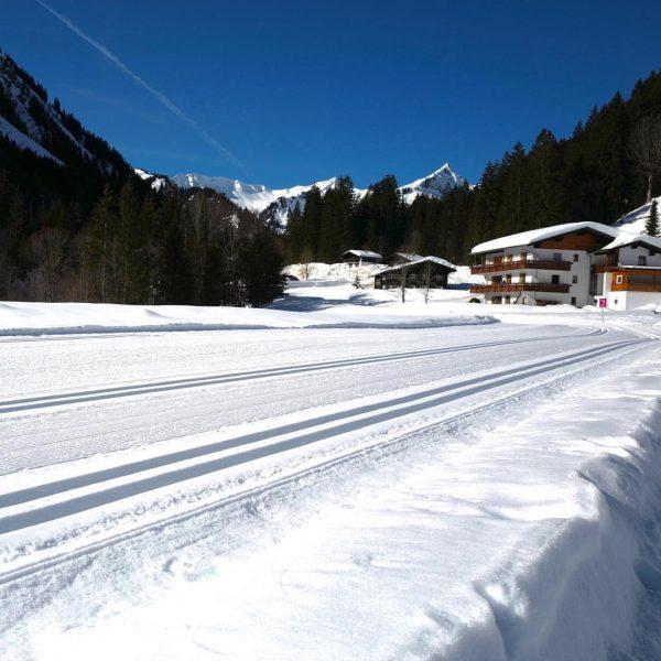 Loipe, heute überfüllt 😂 #kleinwalsertal #kleinwalsertalerrosenhof #vorarlberg Baad, Vorarlberg, Austria