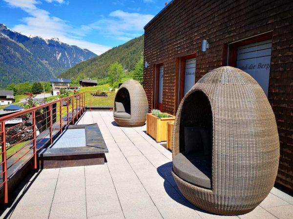 Liebe Gäste! Der neue Liegebereich direkt beim BergSPA-Anwendungsbereich ist fertig. Natürlich mit Blick ...