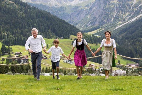 Die Gastgeberfamilie und über 40 fleißige Hände kümmern sich täglich mit viel Herzblut ...