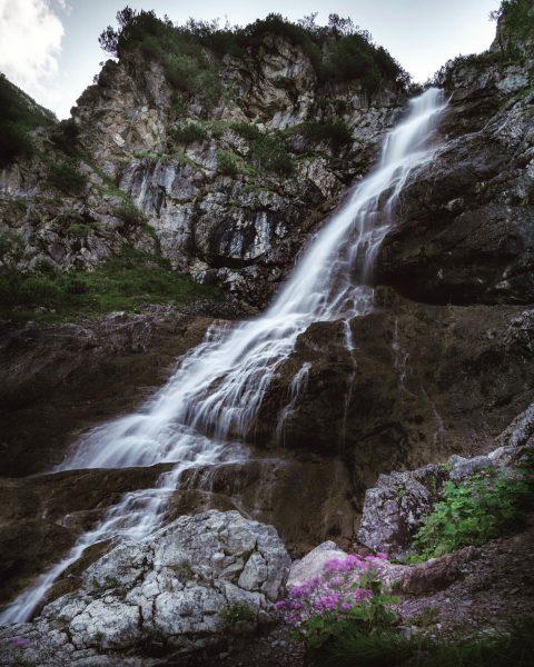 #waterfall #wildental #vorarlberg #longexposure #longexposhots #jaworskyjfilter #naturpur #hiking #naturelovers #kleineswalsertalwasserfall #kleineswalsertal #visitvorarlberg #wasserfall ...