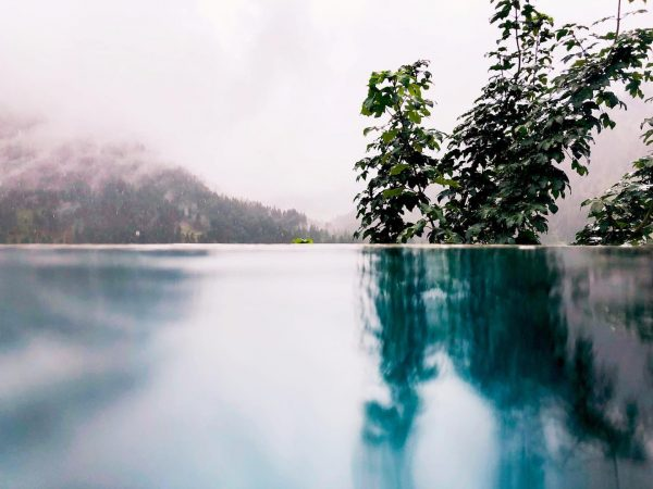#relaxing #qualitytime #infinitypool #spiegelungen #ausblick #esgibtkeinschlechteswetter #herbst #kleinwalsertal #familytime #ilovephotography #iphonex Der Kleinwalsertaler ...